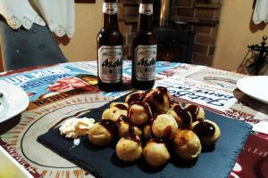 Takoyaki y cerveza
